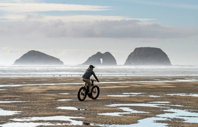 Biking at Oregon Coast as the featured image for Ride1Up 700 Series - the best affordable class 3 e-bike post.